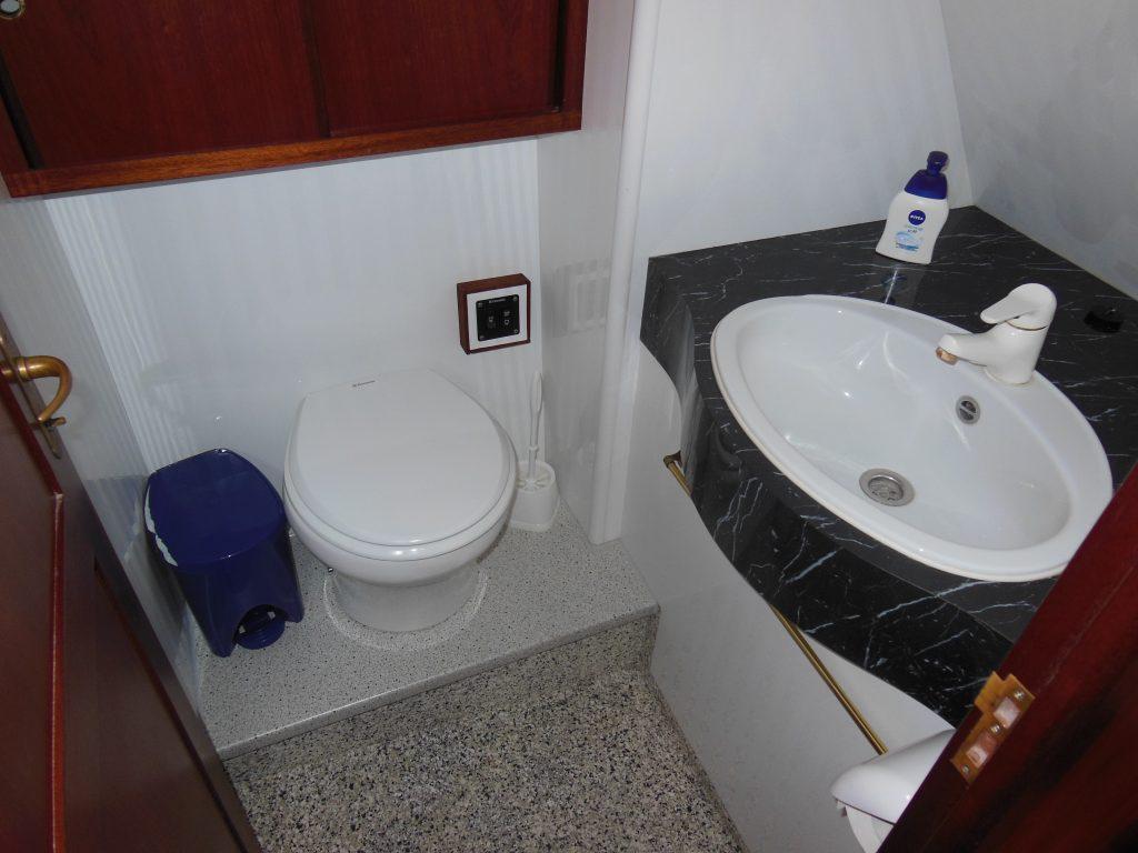 Lady Dor Waschraum mit elektrischer Toilette